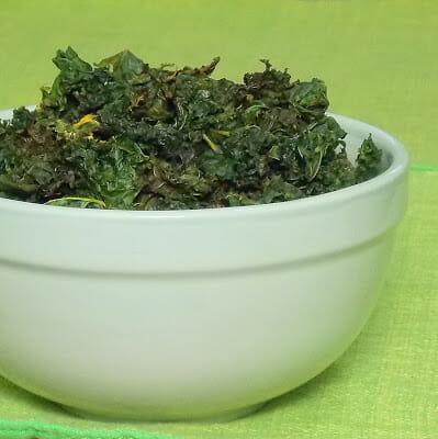 Kale Chips with Nacho Seasoning #lowcarb #kale #kalechips #snack #lowcarbsnack