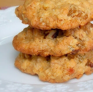 Oatmeal Cookies with Golden Raisins and Walnuts