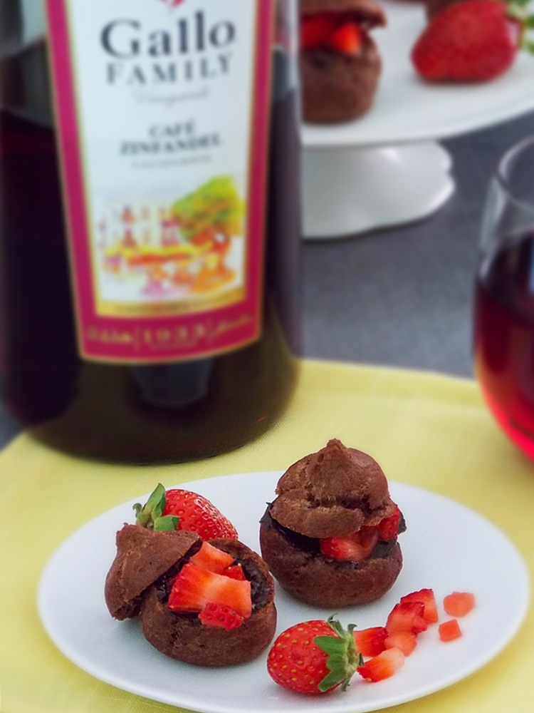 Chocolate Strawberry Cream Puff Bites