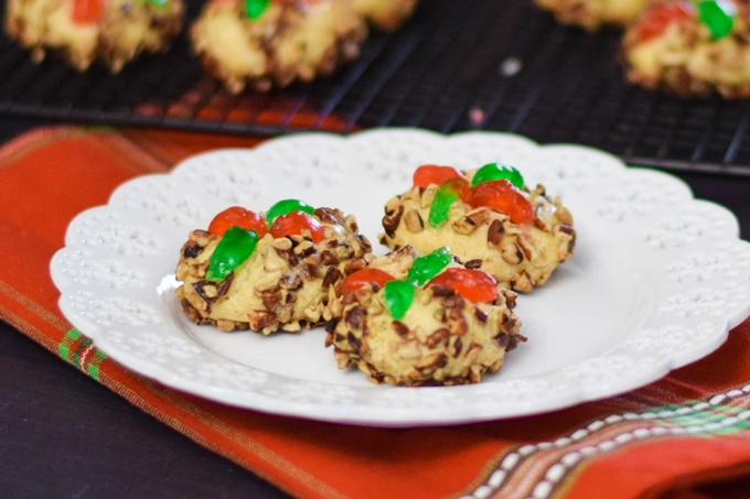 Poinsettia Ball Cookies