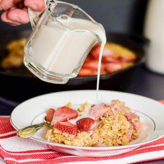 Skillet Baked Strawberry Oatmeal #SundaySupper #FLStrawberry
