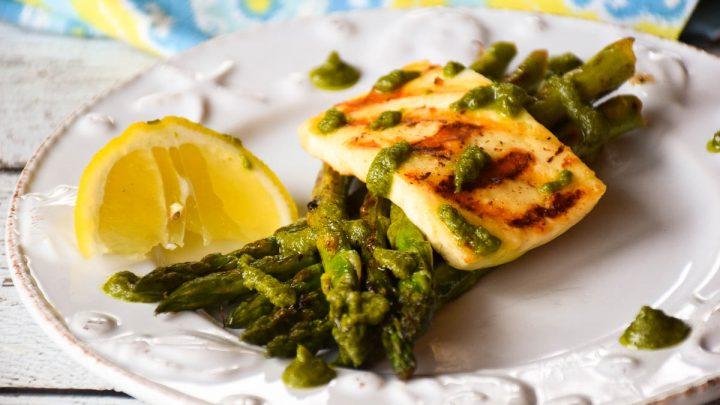 Grilled Asparagus Halloumi Salad