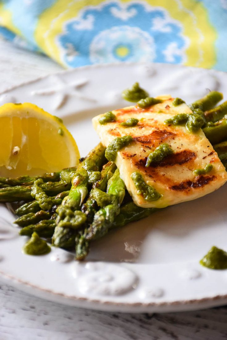 Grilled Asparagus Halloumi Salad #grilled #cheeserecipe #salad