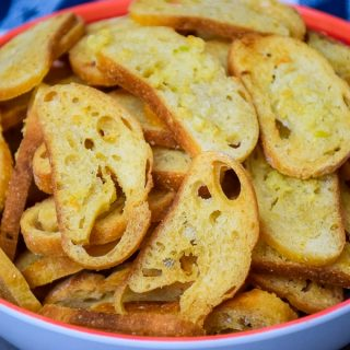 Buttery Garlic Bread Chips #garlic #butter #bread #chips #homemade